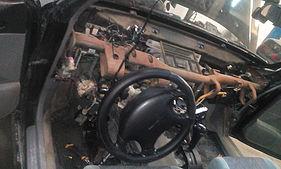 Разобранная панель Subaru Forester