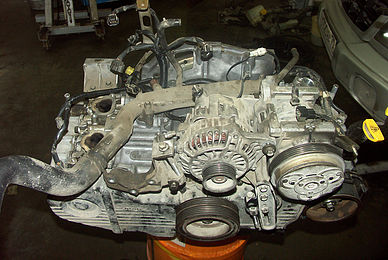 Снятый двигатель Subaru Forester