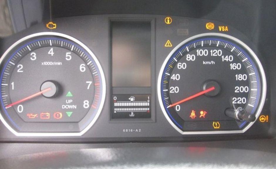 Honda CR-V 2011, приборная панель